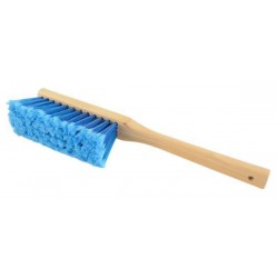 Brush for cleaning the hive